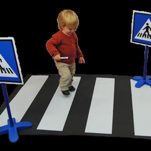 Zebrapad met verkeersborden